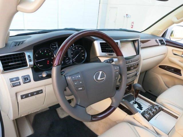 2013 لكزس LX 570 لبيع عاجل.