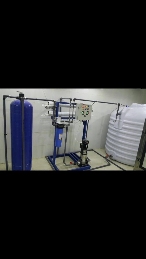محطة تحلية وخط انتاج مكينة تعبأة مياه اوتوماتيكية